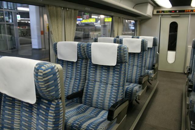 IMG_923JR東海の85系「特急ワイドビューひだ号」普通車の座席2.JPG