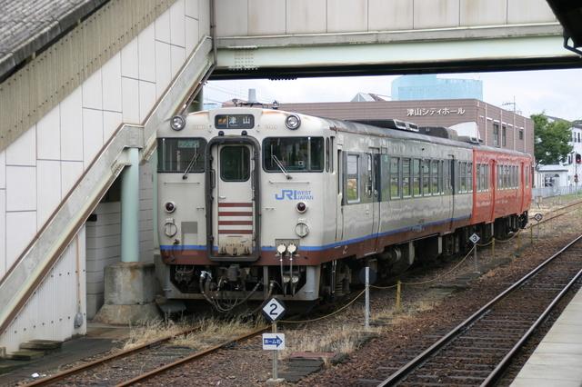 IMG_95岡山駅〜津山駅を結ぶ「快速ことぶき」13.JPG