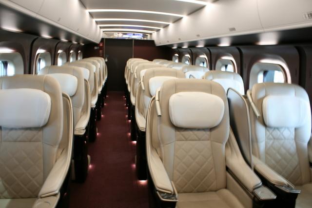 IMG_9549優雅さが漂う北陸新幹線のグランクラス座席(かがやき・はくたか).JPG